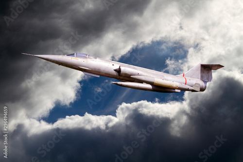 Kampfflugzeug am Himmel Canvas Print