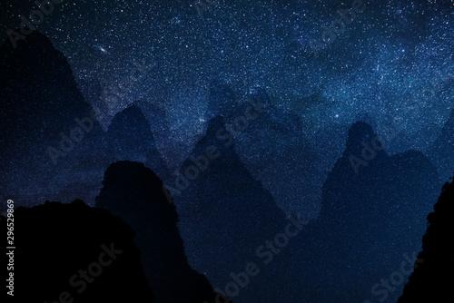 sfondo di stelle con motagne Canvas Print