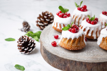 Small Christmas Bundt Cakes With Berries