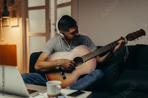 man playing guitar at his home Tapéta, Fotótapéta