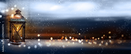 Obraz Burning lantern in snowy winter - fototapety do salonu