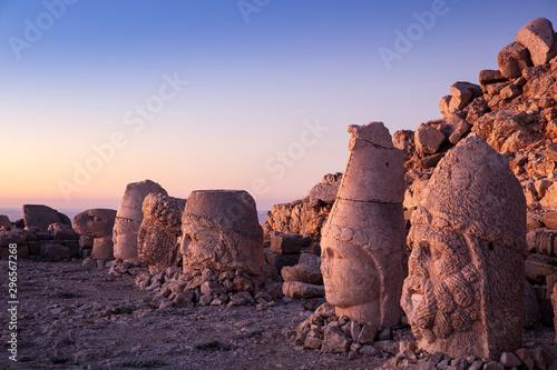 Obraz Statues on top of the Nemrut Mountain, in Adiyaman, Turkey - fototapety do salonu