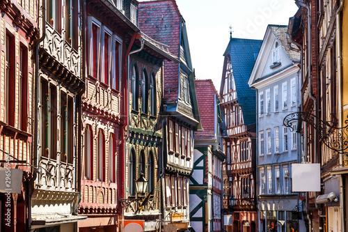 fototapeta na ścianę Historische Gasse in Marburg Hessen entzerrt