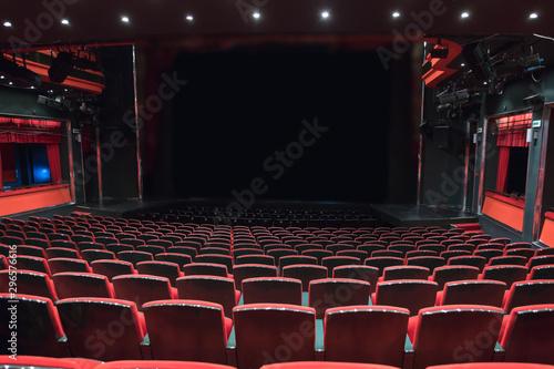 Fotografia theater seats in empty interior