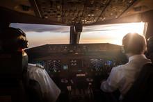 Piloten Im Cockpit Bei Sonnena...