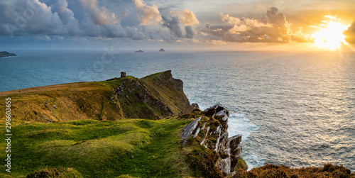 Photo sur Toile Cote a viewpoint from bray head on valentia island in the ring of kerry in the south west coast of ireland during an autumn sunset showing the skellig islands and watchtower
