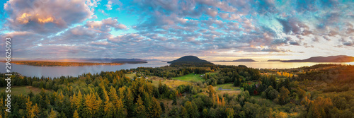 Foto  Sunset Aerial View of Rural Lummi Island, Washington