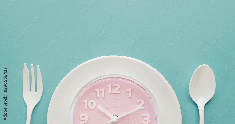 Fototapety, obrazy: Pink clock on white plate, Intermittent fasting concept, ketogenic diet, weight loss, skip meal, new year resolution