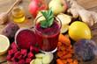Leinwanddruck Bild - frullato di barbabietola rossa carote e mele