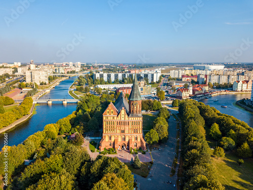 Cuadros en Lienzo  Aerial view The central part of the city of Kaliningrad, the Kaliningrad Cathedral on the island of Kant