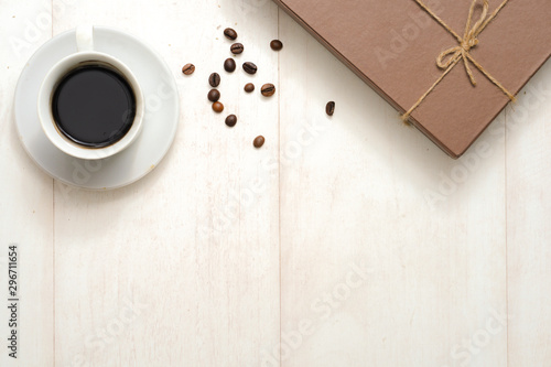 Photo sur Aluminium Cafe Autumn composition. Gift or Present box with empty card, autumn leaves and flower on brown rustic wooden background. Flat lay, top view, copy space