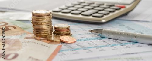Fotomural  Geld mit Taschenrechner und Kugelschreiber
