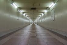 地下道,長い道,先が見えない,東成田駅