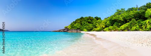 fototapeta na drzwi i meble Beautiful beach and blue sky in Similan islands.