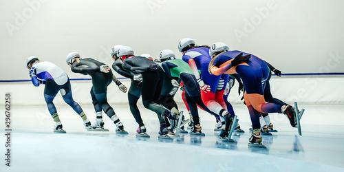 Fotografiet  mass start speed skating, large group of women speed skaters