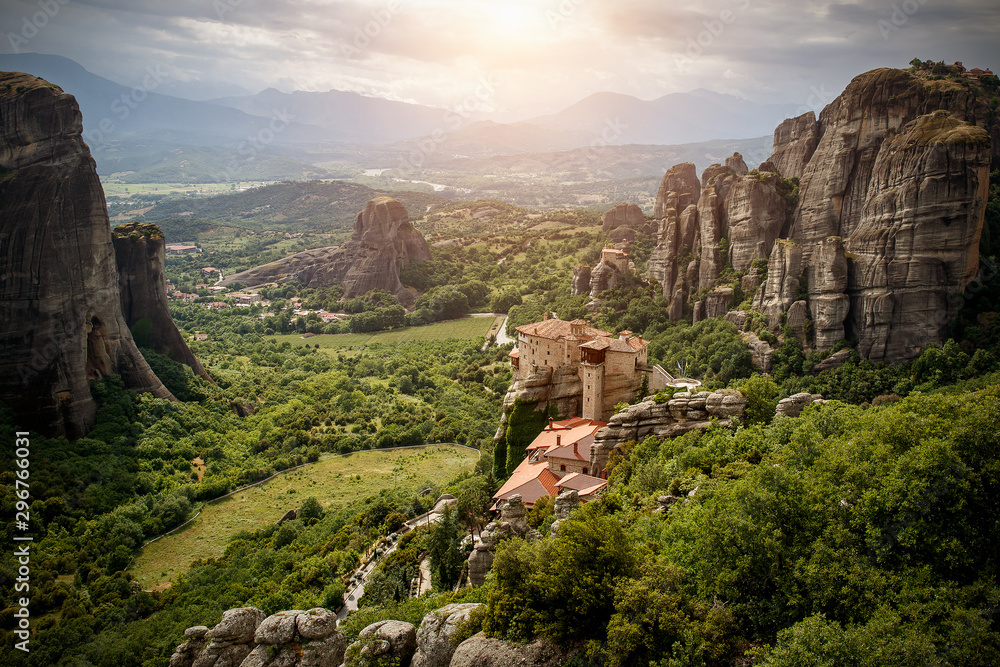 Fototapety, obrazy: View of the rock monasteries of Meteora in Greece.