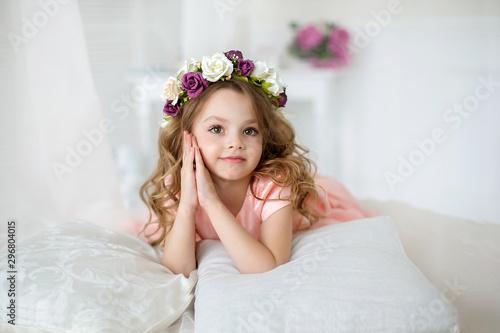 Photo  strands, magazine, rose, guipure, vitamins, bud, shine, curls, wreath, portrait,
