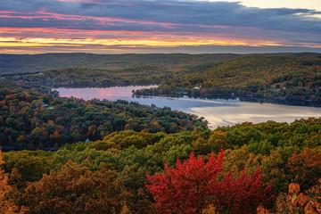 Fototapeta Rzeki i Jeziora Fall scenic view of the rolling hills of Connecticut. The Northeast