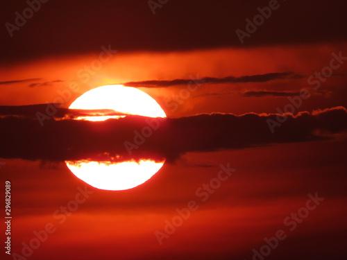 Foto auf AluDibond Violett rot sunset in mountains