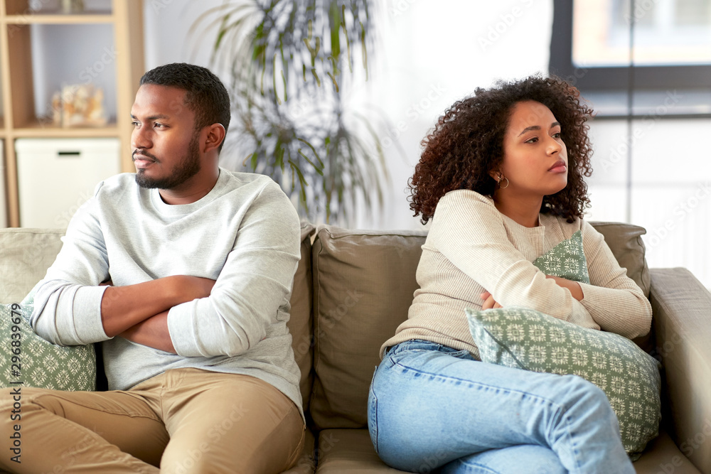 Fototapeta relationship difficulties, conflict and people concept - unhappy african american couple having argument at home