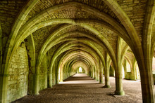 Fountains Abbey Cistercian Mon...