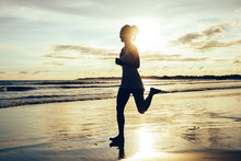 Fitness Woman Runner Running O...