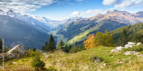 Valokuva Panorama einer Herbstlandschaft im Zillertal in Tirol