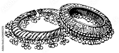 Photo Bangles ring worn upon the arms vintage engraving.
