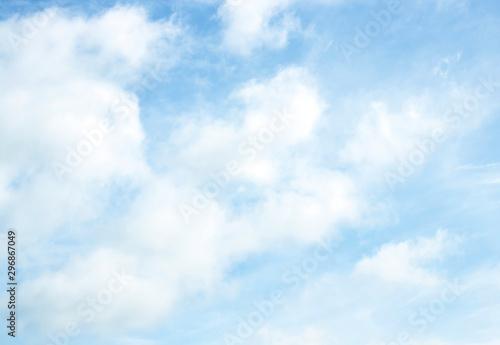 Montage in der Fensternische Licht blau sky