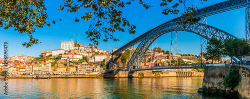 Papiers peints Ponts Panorama of the city of Porto and the Dom Luis I bridge on the Douro River in Portugal