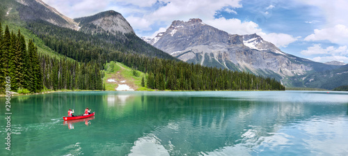 Famous Emerald Lake, Yoho National Park, British Columbia, Canada Fototapete