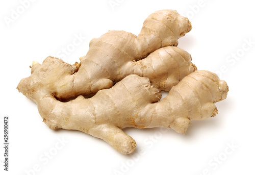 Carta da parati fresh ginger on white background