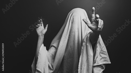 Photo Spooky white ghost on a gray background, black and white image