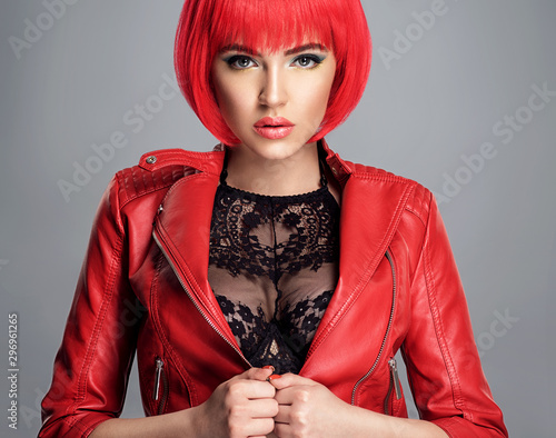 Canvas Print Beautiful sexy woman with bright red bob hairstyle