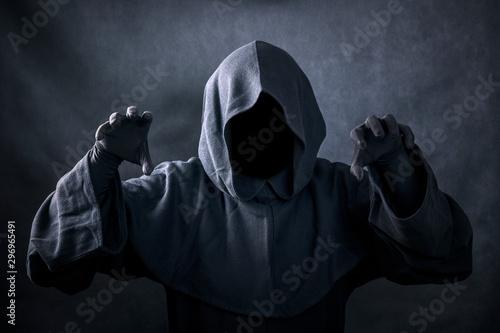 Ghostly figure in the dark Slika na platnu