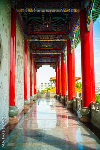 Photo  Old Zen Chinese style  Boromracha temple with blue sky in Nonthaburi