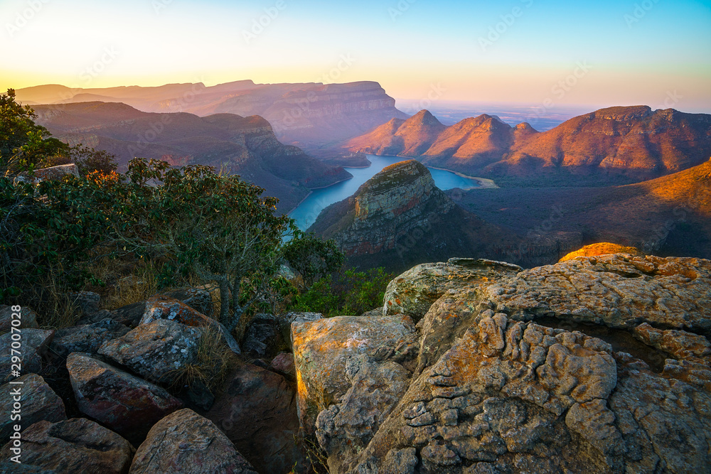 Fototapety, obrazy: three rondavels and blyde river canyon at sunset, south africa 52