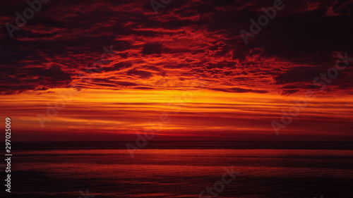 Fotobehang Baksteen Nubes de fuego