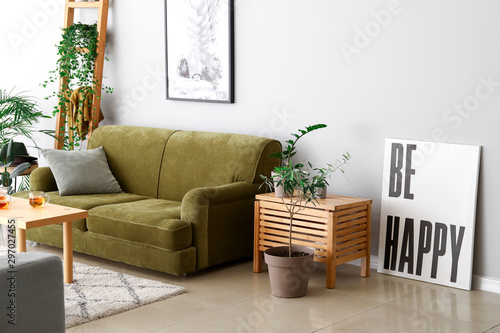 Fotomural  Stylish interior of room with green houseplants