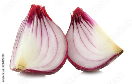 Fotografía  Pieces of raw onion on white background