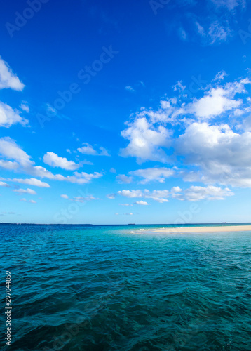 Piękne niebo i błękitne morze