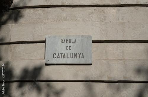 Photo The famous Barcelona landmark - La Rambla Avenue.