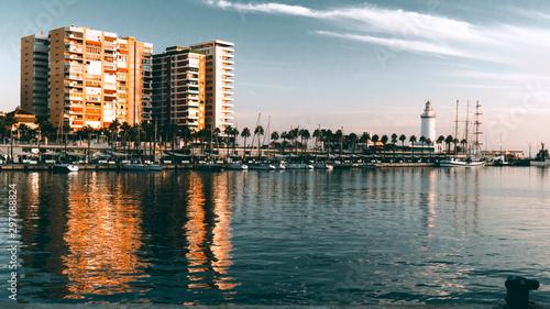 Puerto de málaga con Faro en el atardecer