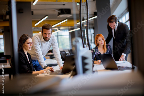 Fototapety, obrazy: Business people in the modern office