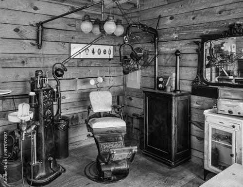 Fotografía  Interior of an Antique Dentist Office