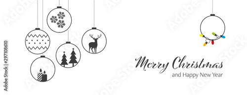 Fotografia  Świąteczna girlanda z bombkami na Boże Narodzenie