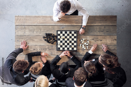 Business people playing chess Fototapet