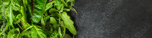 Nourriture Healthy salad, leaves mix salad (mix micro greens, juicy snack). food background. copy space. Top view