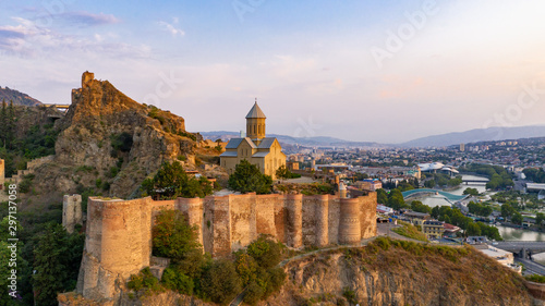 Foto  Beautiful aerial and panoramic view of Tbilisi at sunset, Georgia, Europe