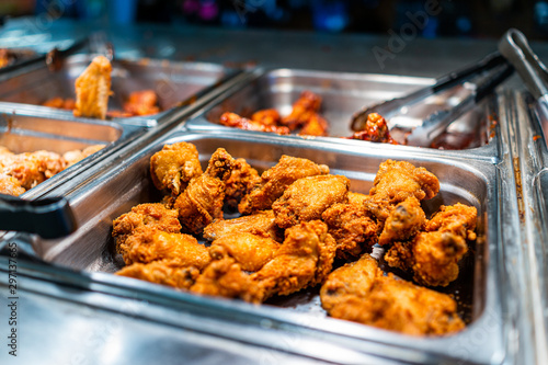 Fried chicken thighs buffet bar self serve with tongs in grocery store, restaura Poster Mural XXL